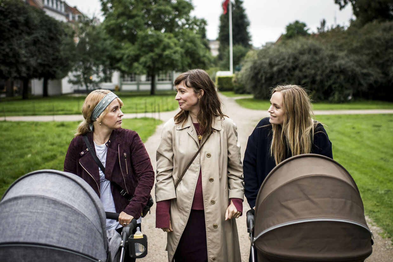 Julie Ølgaard (tv.) sammen med Neel Rønholt og Laura Christensen.
