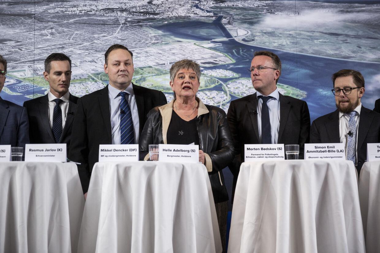 Repræsentanter for Hvidovre Kommune og regeringen har mandag præsenteret planen om en udbygning af Avedøre Holme. Danmarks Naturfredningsforening glæder sig over, at området får et grønt præg, men savner en konkretisering af, hvordan det skal realiseres og finansieres. Uffe Weng/Ritzau Scanpix