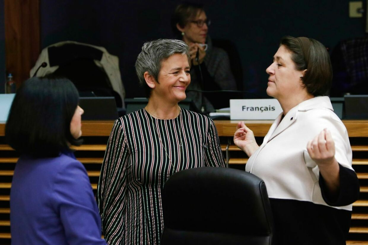 (From L to R) EU commissioner for Justice, consumers and gender equality Vera Jourova, EU Commissioner for Competition Margrethe Vestager, and EU Commissioner for Transport Violeta Bulc speak prior to the EU Commissioners weekly college meeting at The European Commission headquarters in Brussels, on December 19, 2018. (Photo by Aris OIKONOMOU / AFP)