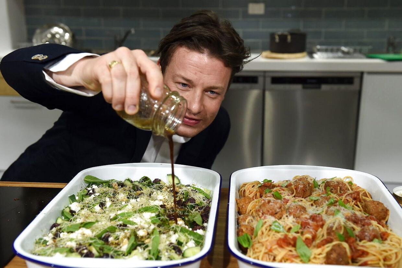 Jamie Oliver er kendt som en dybt entusiatisk og sprudlende tv-kok. De seneste år har dog været hårde.