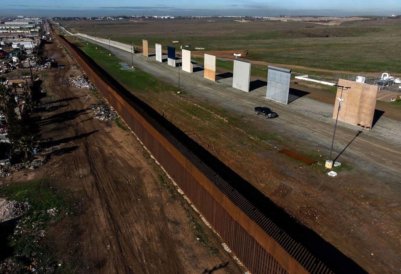 Forskellige prototyper på grænsemuren imellem USA og Mexico.