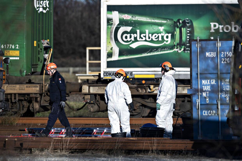 Lyntoget fra togkatastrofen på Storebælt undersøges på et lukket baneterræn i Nyborg. Det var også her, at redningsmandskab natten til torsdag fandt endnu to dræbte. En tom godstrailer er formentlig skyld i den alvorlige togulykke. Nyborg baneterræn lørdag den 5. januar 2019 kl. 13.