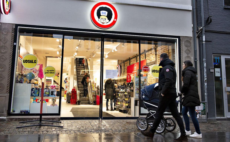 Torsdag aften den 10. januar lukker de sidste BR og Toys'R'Us legetøjsbutikker. Alle medarbjederne er fritstillet. Her forretningen i Algade i Aalborg før Top-Toy gik konkurs.