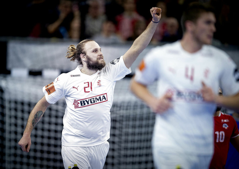 Henrik Møllgaard jubler i kampen mod Chile.