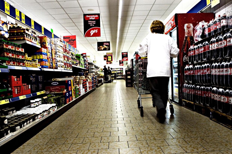 Det skal være muligt hele året rundt at handle, hvis butikkerne gider at holde åben. Det mener regeringen, der vil sløjfe lukkeloven. (Arkivfoto) Benita Marcussen/Ritzau Scanpix