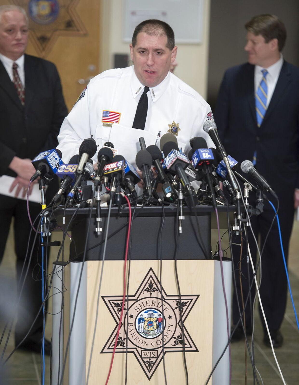 »Han er bevidst gået efter pigen,« fortalte sherif Chris Fitzgerald på et pressemøde fredag, efter 21-årige Jake Thomas Patterson er blevet anholdt og sigtet for at kidnappe 13-årige Jayme Closs og dræbe hendes forældre.