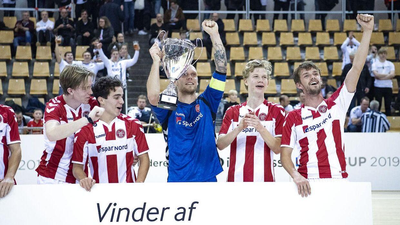 AaB fejrer sejren i finalen over Brøndby IF ved KMD Cup i Ceres Arena i Aarhus.