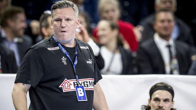 Nikolaj Jacobsen har måttet skifte ud i sin trup.