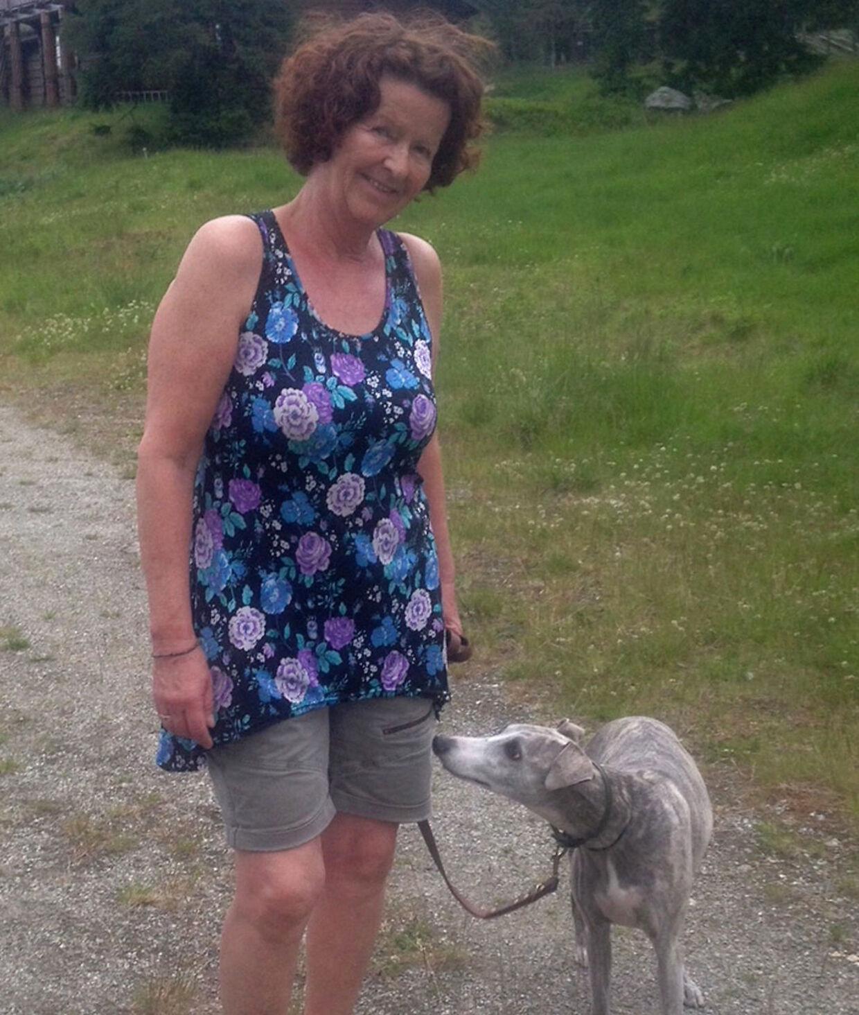 Anne-Elisabeth Hagen skulle ifølge kilder være vild med hunde. Her ses hun sammen med parrets gamle hund. Kort før hun forsvandt, havde de fået en ny hvalp af samme race.