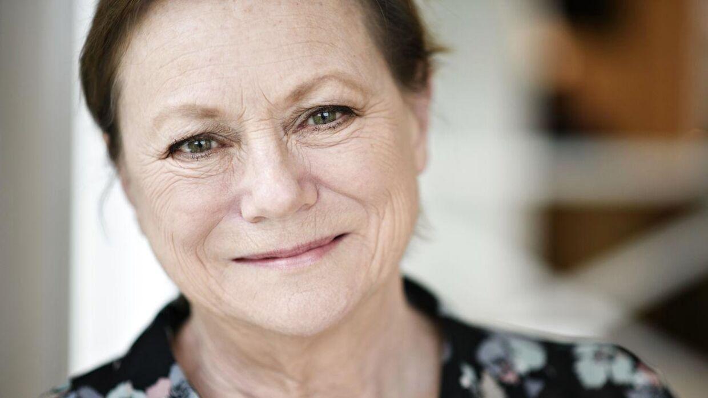 Skuespiller og instruktør Lisbet Dahl skal være bedstemor for ottende gang til februar.