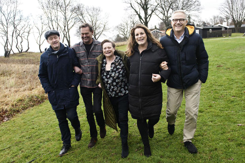 Her ses hele holdet bag dette års Cirkusrevy: Henrik Lykkegaard, Ulf Pilgaard, Lisbet Dahl, Lise Baastrup og Karsten Jansfort.