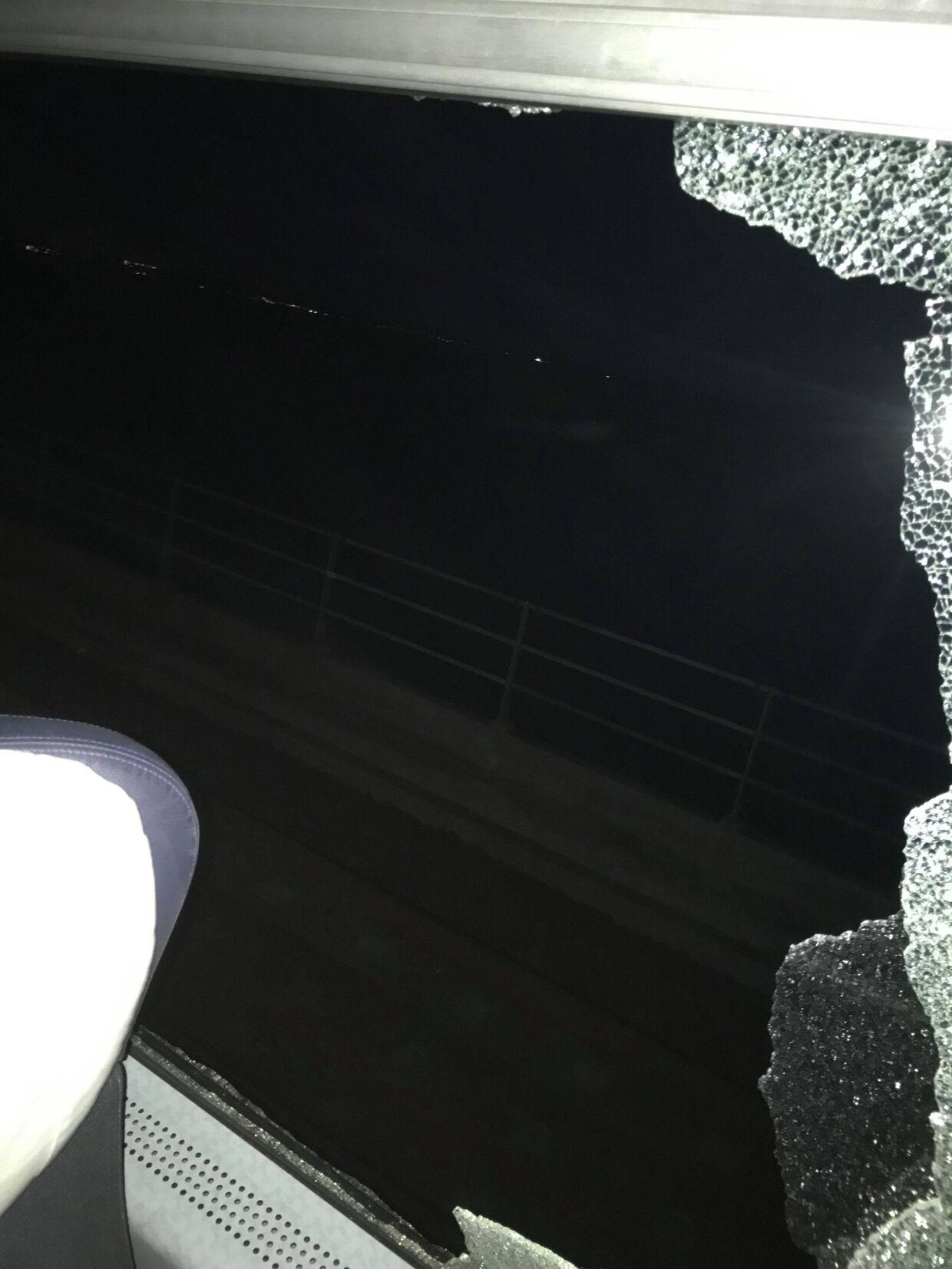 Et billede taget, umiddelbart efter at traileren ramte lyntoget på Storebæltsbroen.
