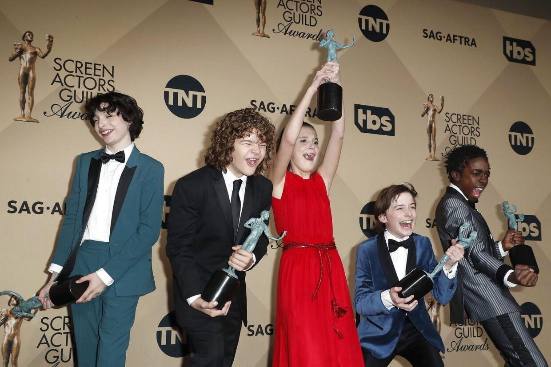 Mille Bobbie Brown og hendes medspillere Finn Wolfhard, Gaten Matarazzo, Noah Schapp og Caleb McLaughlin har vundet flere priser for deres skuespillerpræstationer i 'Stranger Things'.