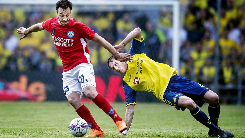 Davit Skhirtladze (tv.) og resten af Silkeborg-mandskabet spillede i foråret sidste år pokalfinale mod Brøndby IF.