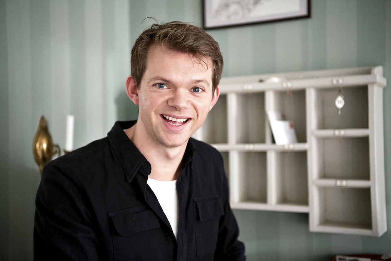 Sigurd le Dous på pressemødet forud for lanceringen af sjette sæson af 'Badehotellet'.