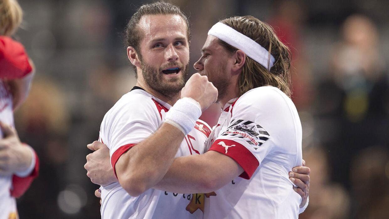 Jesper Nøddesbo og Mikkel Hansen da de var kollegaer på landsholdet. Førstnævnte er nu stoppet i rødt og hvidt.