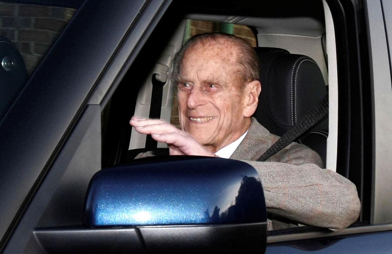 Prins Philip er kendt som en habil chauffør, men efter ulykken stiller flere spørgsmålstegn ved, hvorvidt han stadig selv burde sidde bag rattet. (Arkivfoto)