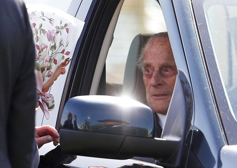 Dronningen Elizabeth taler med prins Philip i foråret 2018.