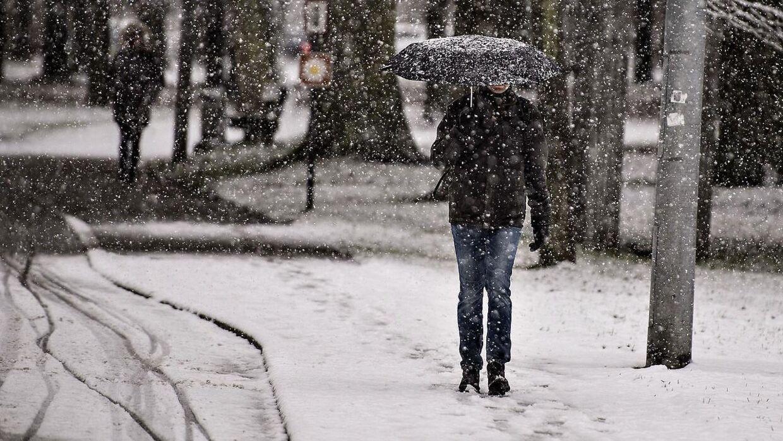 Natten til mandag falder der sne flere steder i landet.