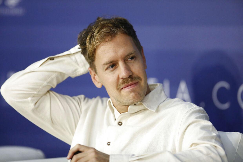 Sebastian Vettel ses her fra en FIA pressekonference i december 2018.