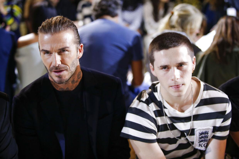 David Beckham med sin søn Brooklyn Beckham under et modeshow i New York, USA, 10. september 2017.
