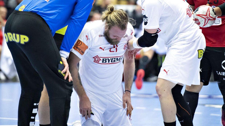 Henrik Møllgaard i knæ.