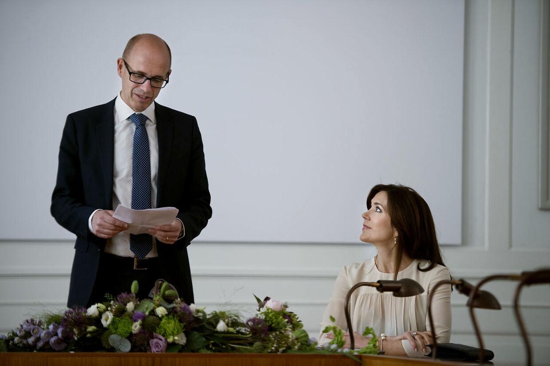Rektor Thomas Wegener forklarer, at Københavns Universitet nu ændrer deres retningslinier for håndtering af 'krænkende adfærd'. Her er han i selskab med kronprinsesse Mary.
