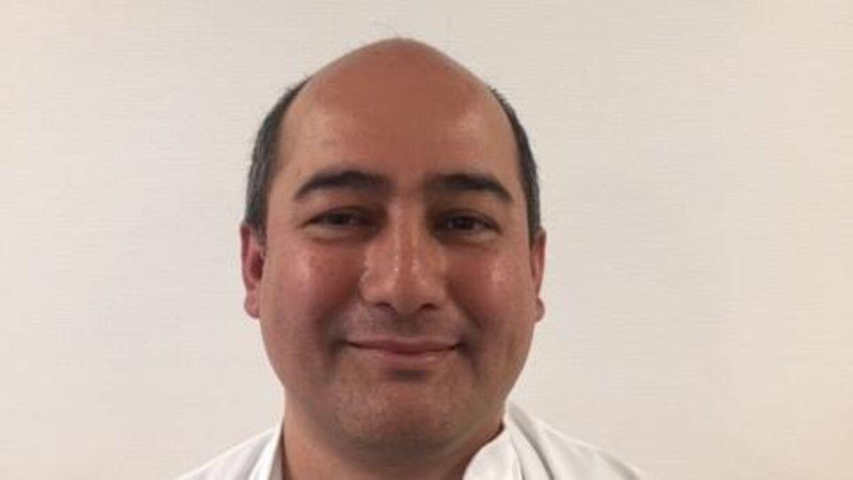 Eka Raj Aryal kom til Danmark for ti år siden. Den gang startede han som praktikant på Roskilde Sygehus, fordi han ikke kunne dansk. I dag kan han sproget flydende og er overlæge på radiologisk klinik hos Sygehus Lillebælt.