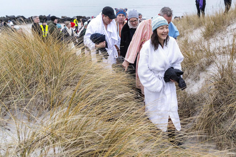 350 gæster kastede sig i vandet ved festivalen.