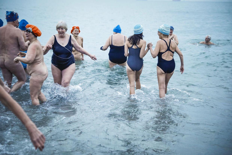 Der var især mange ældre kvinder blandt gæsterne ved Danmarks eneste vinterbaderfestival. (Foto: Claus Bjørn Larsen/Ritzau Scanpix)