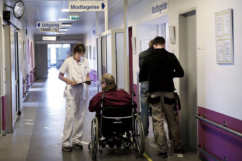 Hver fjerde er meget utilfreds eller utilfreds med ventetiden på behandlingen på landets sygehuse. Det viser en ny undersøgelse. Her ses akutmodtagelse på Bispebjerg.