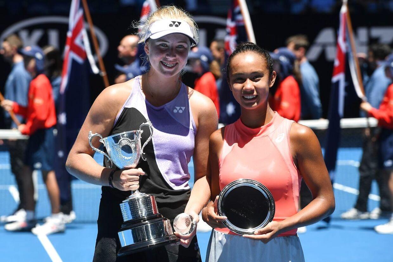 Clara Tauson, til venstre, besejrede Leylah Annie Fernandez i pigesinglefinalen ved Australian Open.