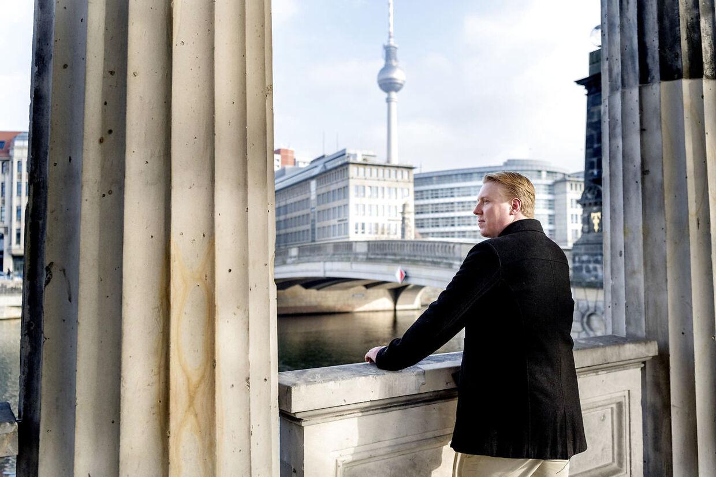 Mads Dinesen tæt på sin lejlighed i centrum af Berlin.