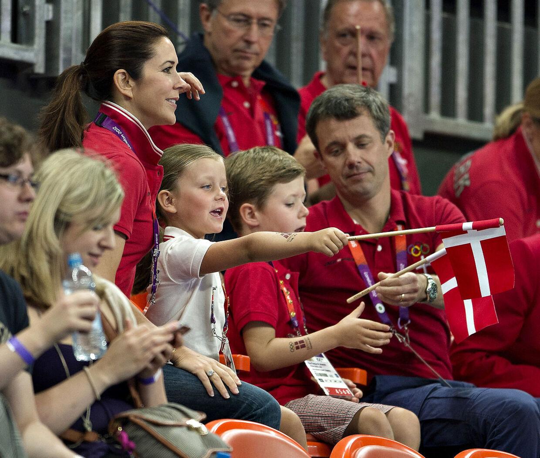 Prinsesse Isabella var også god til at heppe på håndboldherrerne i 2012 ved OL i London.