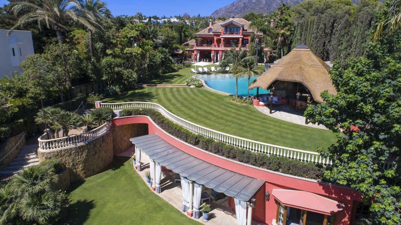 Huset er sat til salg for omkring en halv milliard danske kroner.