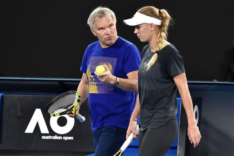 Piotr Wozniacki med kyndig vejledning til Caroline Wozniacki.