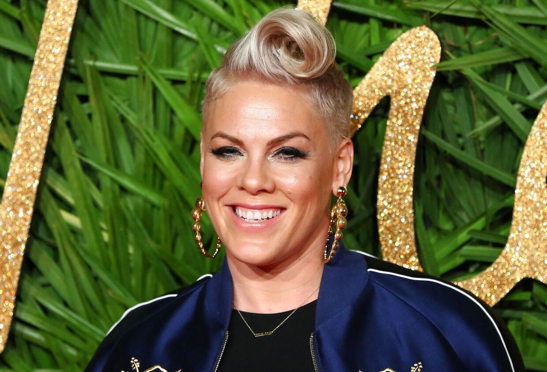 Pink har tidligere hævdet, at Christina Aguilera slog ud efter hende.
