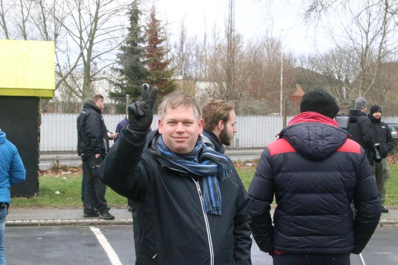 Rasmus Paludan fra Stram Kurs måtte kortvarigt evakueres under lørdagens demonstration i Tilst.