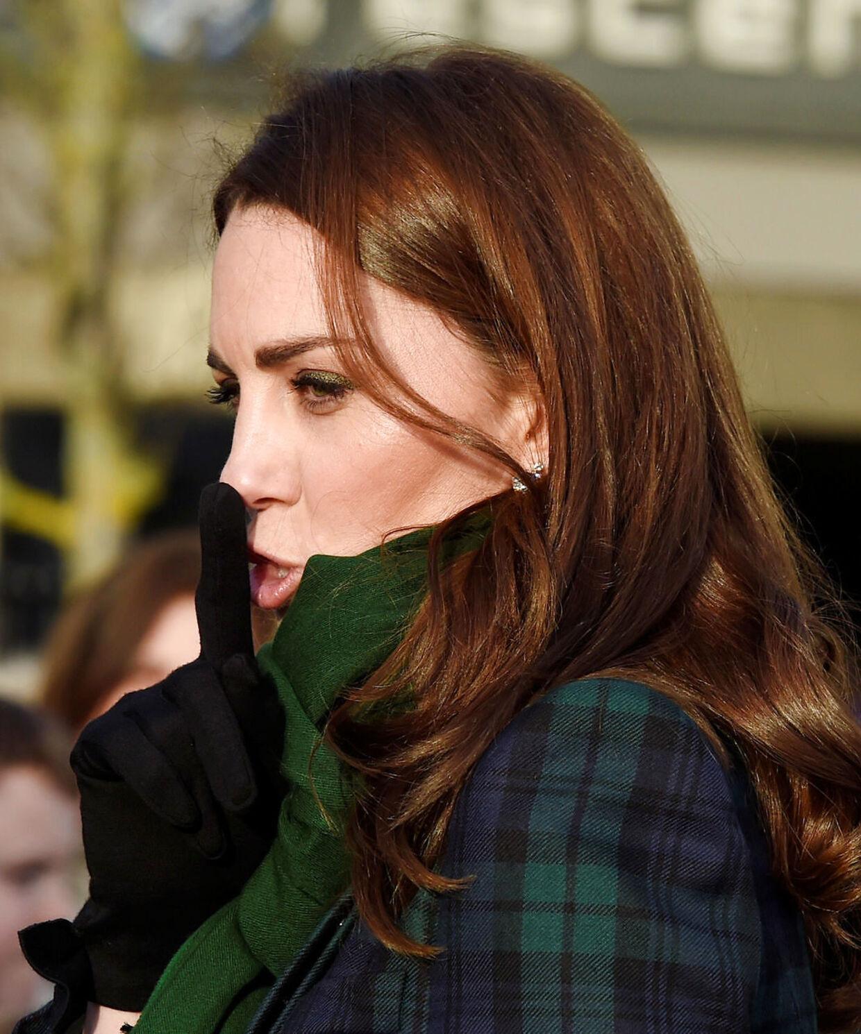 Forfatter Katie Nicholl fortæller, hvordan dronningen fik sat Kate Middleton på plads inden hun skulle giftes.