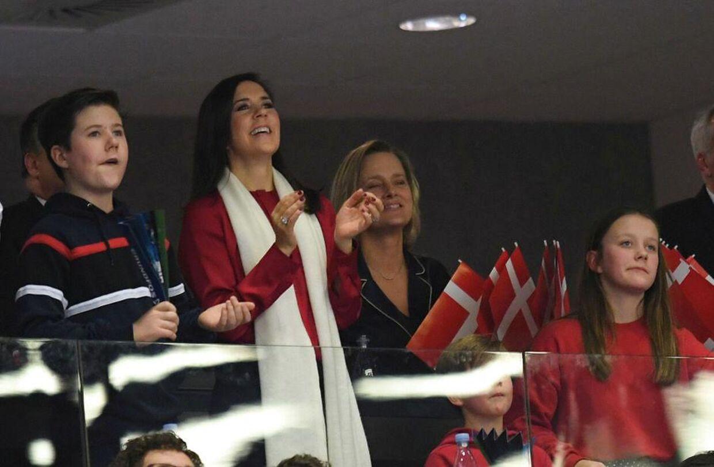 Kronprinsessen klappede om kap med sine børn i Jyske bank Boxen, Herning, Denmark 27. januar.