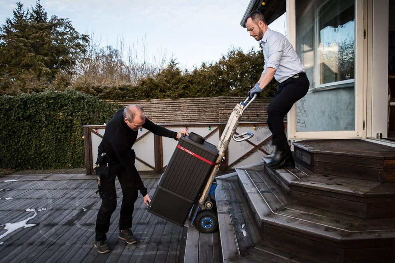 Miljø- og fødevareminister Jakob Ellemann-Jensen (V) åbner for pulje, der kan give 2000 kroner til danskere, der skrotter brændeovne, der er fra før 1995. Steen Jensen/Free