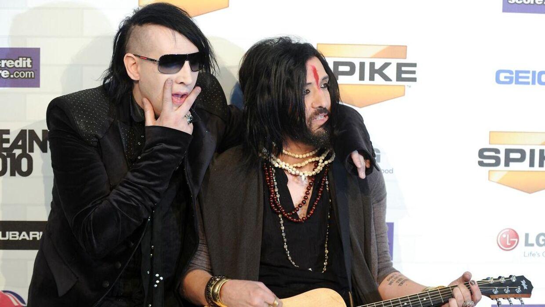 Marilyn Manson (tv) sammen med bassist Twiggy Ramirez, der også har en voldtægtsbeskyldning hængende over hovedet.