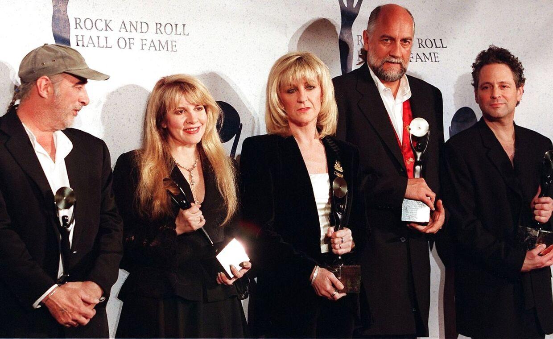 Fleetwood Mac med Lindsay Buckingham yderst til højre. Gruppens album 'Rumours' er det næst-bedst sælgende nogensinde.