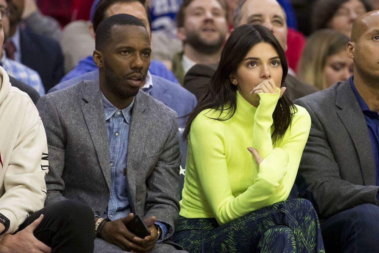Kendall Jenner blev set på første rækker til en kamp, hvor Ben Simmons spillede.