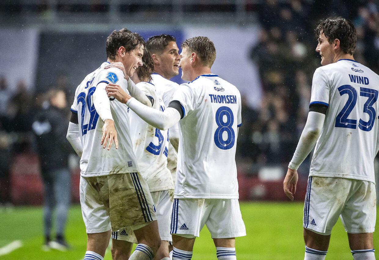 Robert Skov og Nicolaj Thomsen jubler efter målet til 3-0, under Superliga-kampen mellem FC København og OB.