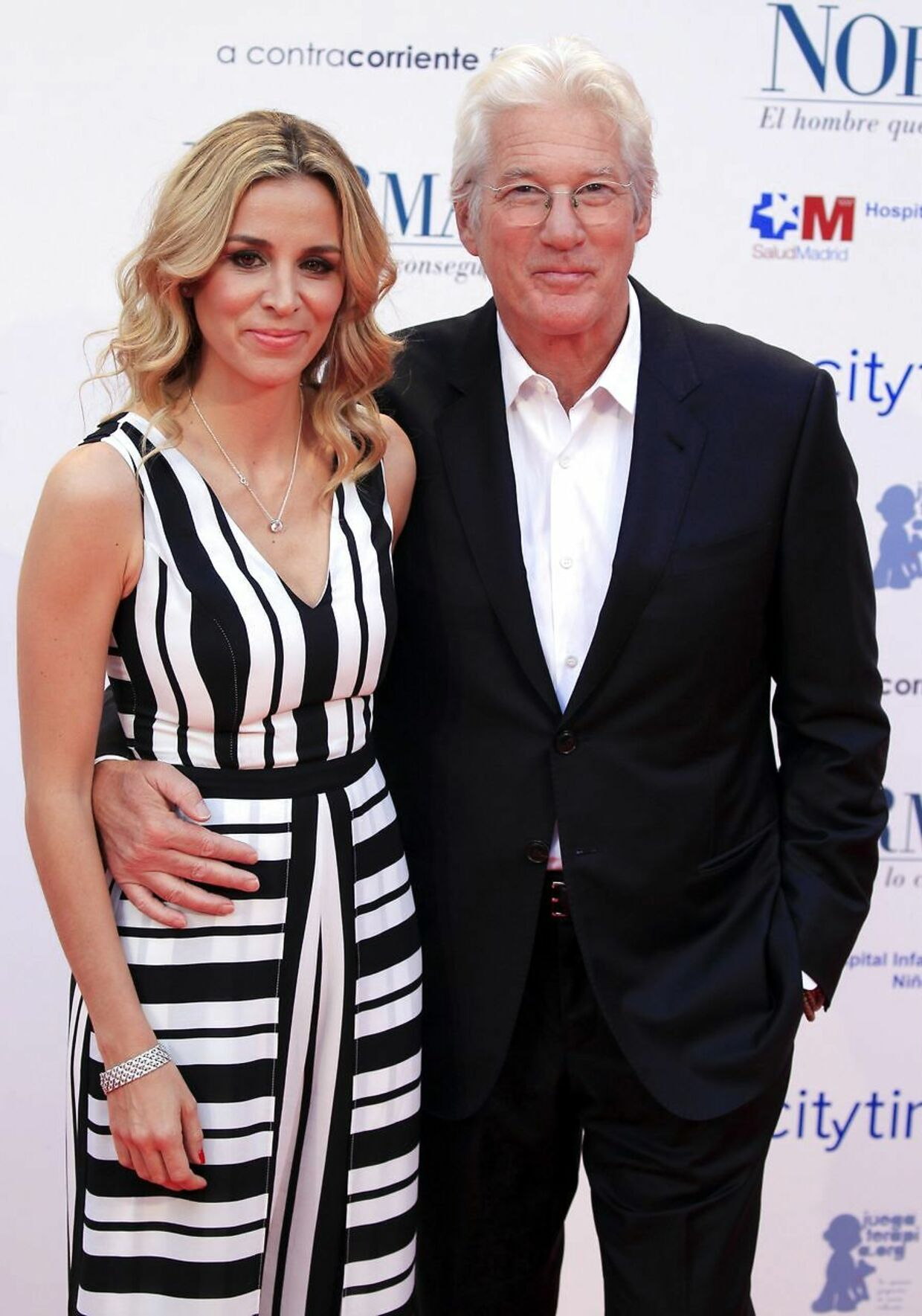 Richard Gere (69) og Alejandra Silva (35) til en premiere i Madrid i maj 2017. Den gang var parret endnu ikke gift eller gravide, men nu er de blevet forældre til en dreng.