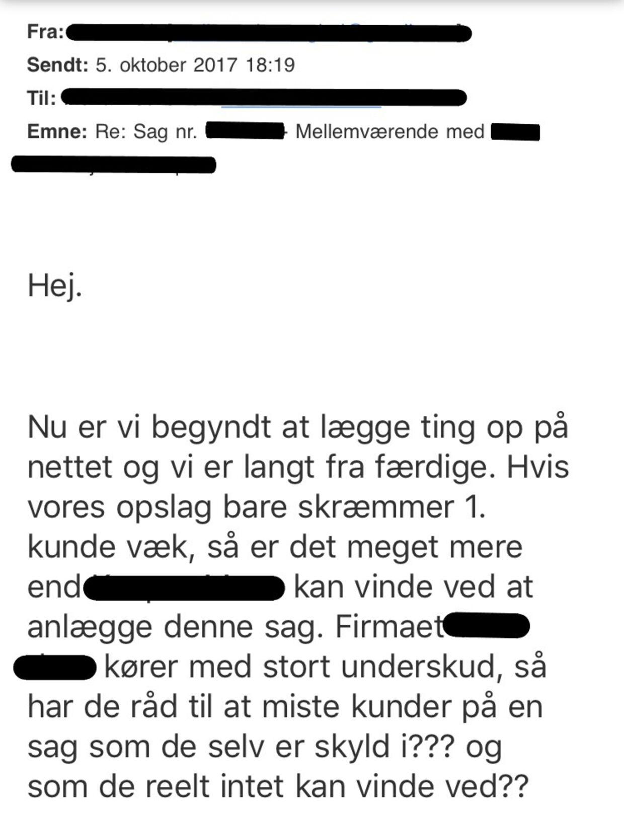 I denne mail forsøger en kunde at få virksomhedsejeren til at droppe sagsanlæggelsen, efter kunden tidligere har forsøgt at få et nedslag i prisen.