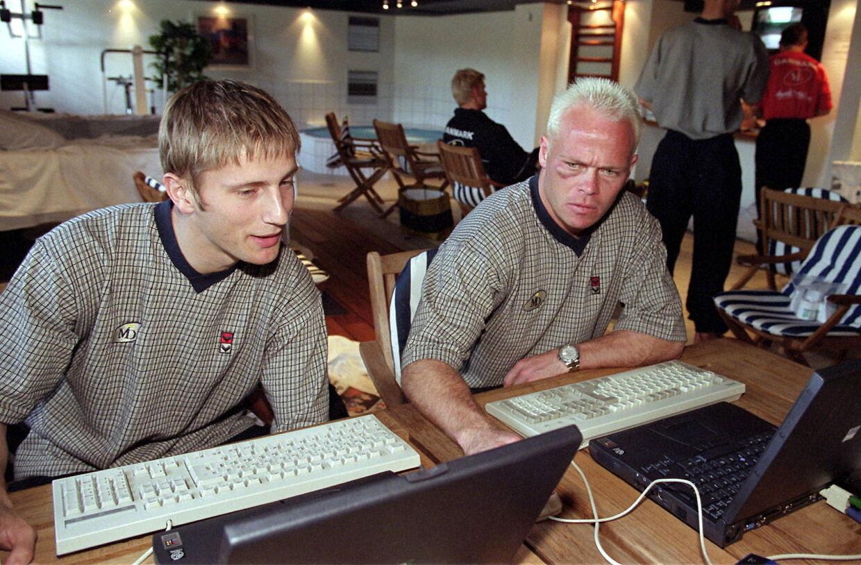 I arkivet gemmer der sig et ganske fint billede fra år 2000 af Martin Jørgensen og Stig Tøfting - dengang havde plæneklipperen ikke været forbi Tøffes isse.