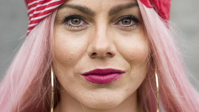 """Portræt af Louise 'Twerk Queen' Kjølsen. Medlem af fjerdebølgefeminist gruppen """"GirlSquad""""."""