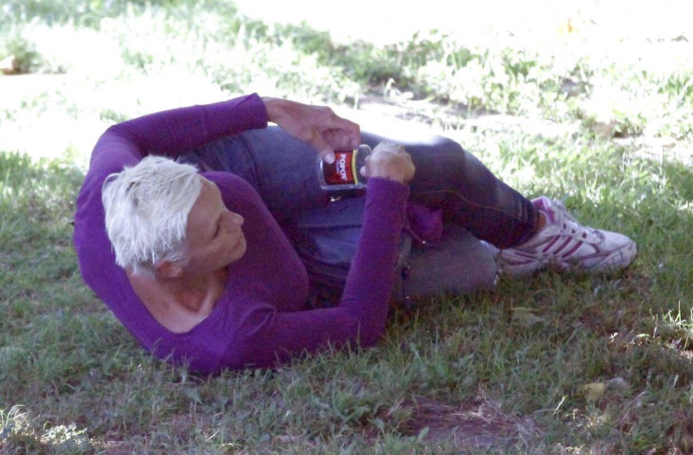 Brigitte Nielsen havde i en periode et slemt alkoholmisbrug, hvor hun blev set kravle rundt i en park, imens hun drak.